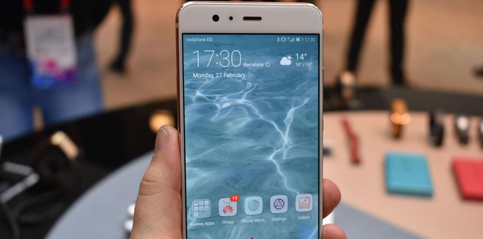 обзор Huawei P10 дисплей