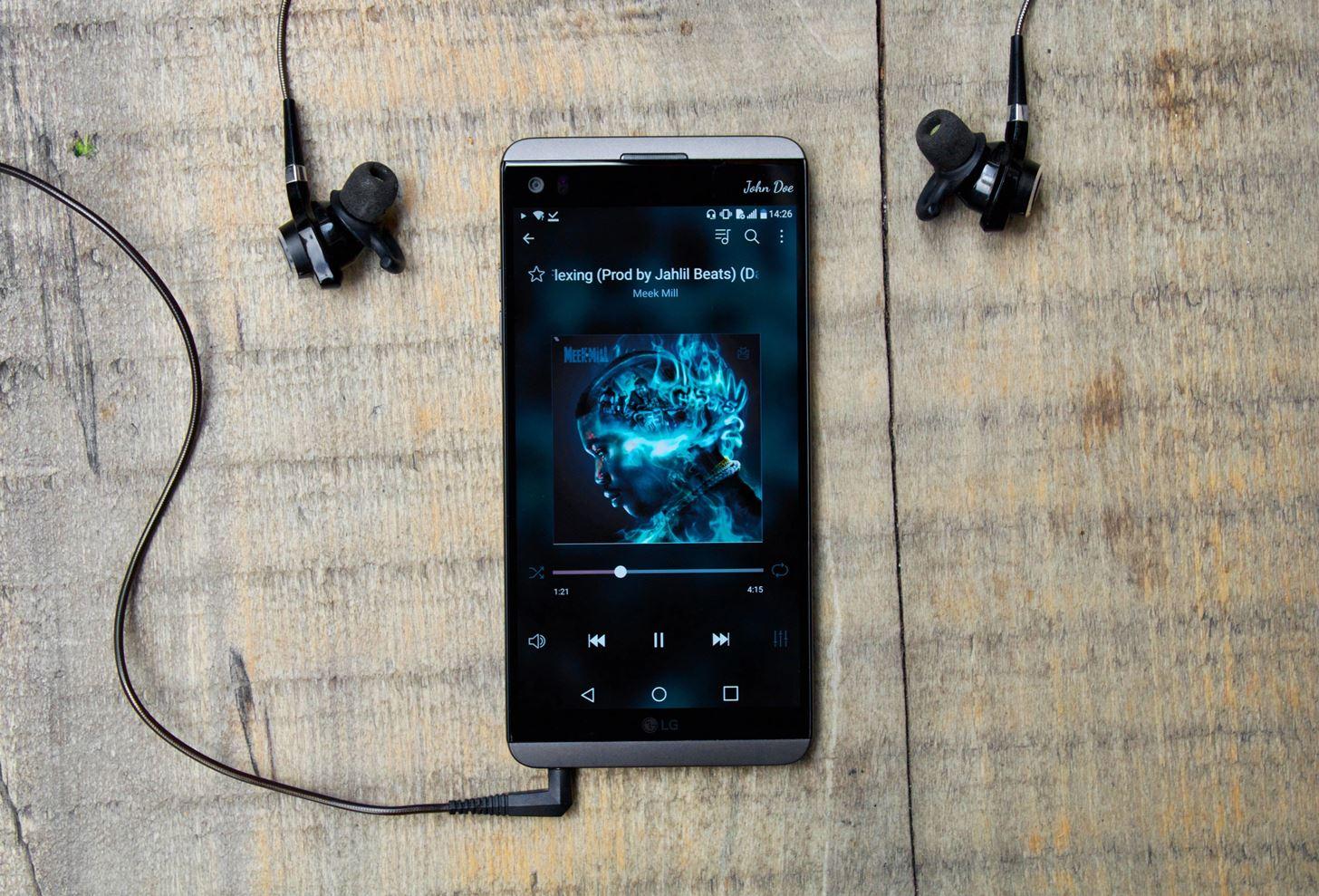 лучший меломанский смартфон LG V20