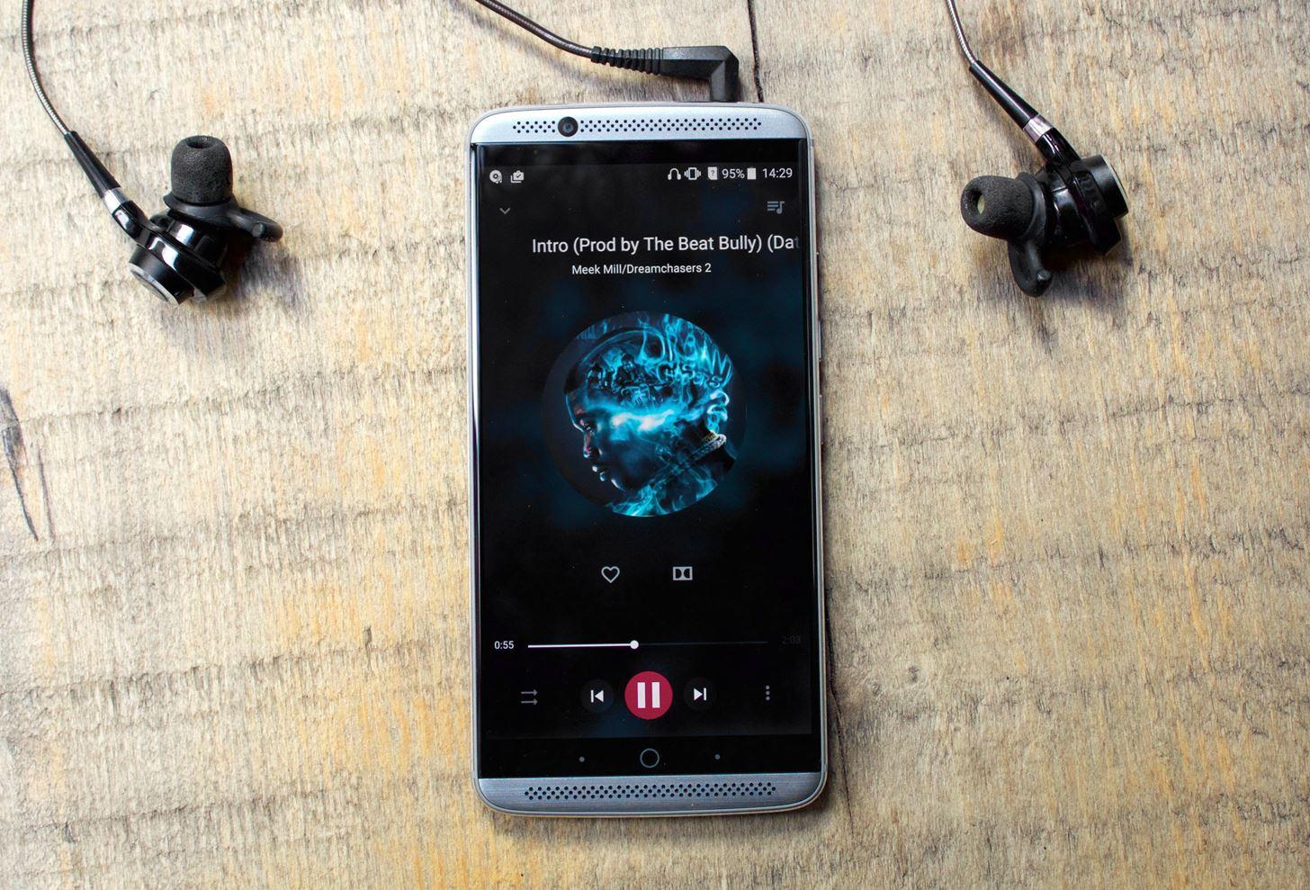 Самый дешевый меломанский смартфон ZTE Axon 7
