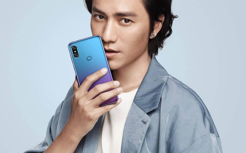 телефон Motorola Moto P30