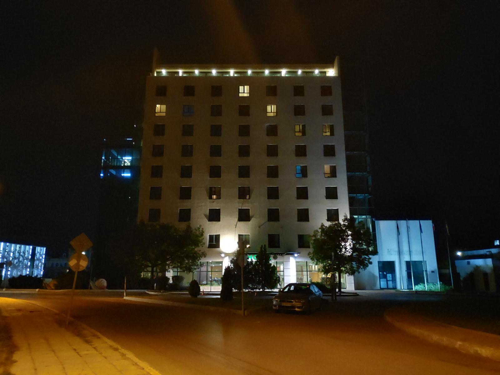 Камера Xiaomi Pocophone F1 примеры ночных фото