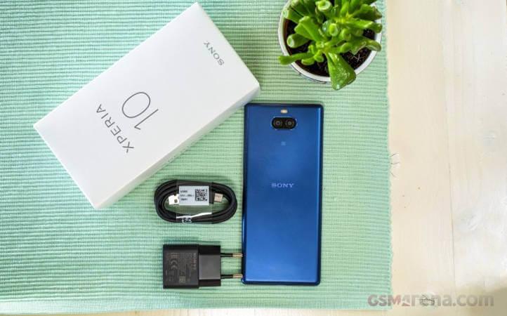 сравнение Sony Xperia 10 Plus и Xperia 10