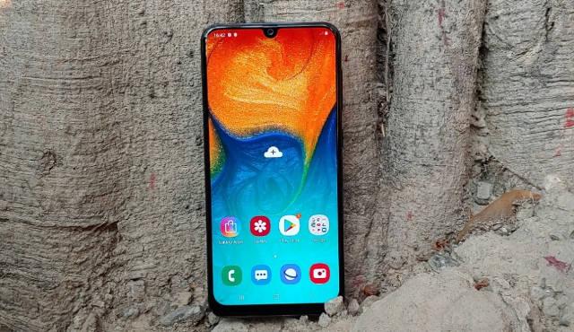 Лучшие смартфоны до 15000 рублей: рейтинг 2019!