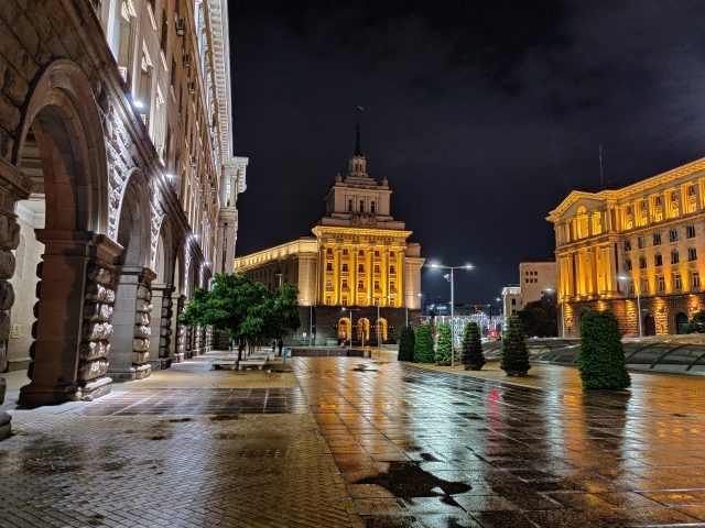 фото на OnePlus 7T с включенным режимом Nightscape