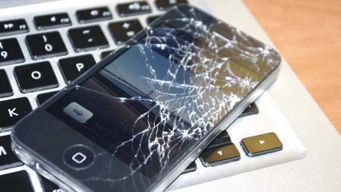 Замена аккумулятора и дисплея в смартфонах
