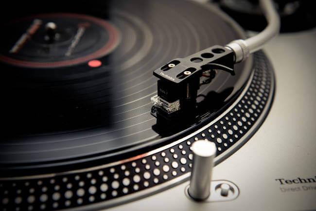 Как работает виниловая пластинка - принцип работы, преимущества звука