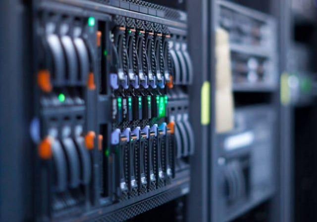 Купить стоечный сервер Dell R840 онлайн