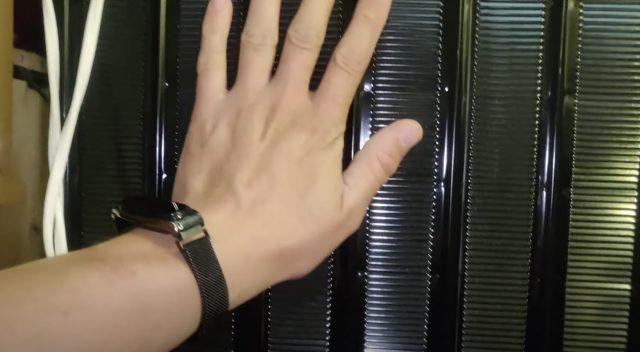 обзор холодильника INDESIT, задняя решетка